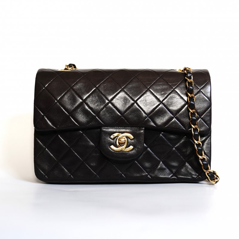 <img class='new_mark_img1' src='https://img.shop-pro.jp/img/new/icons6.gif' style='border:none;display:inline;margin:0px;padding:0px;width:auto;' />[VINTAGE CHANEL] matelasse half  flap chain shoulder Bag 23(BLACK)