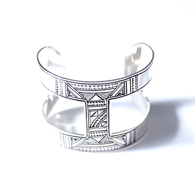 <img class='new_mark_img1' src='https://img.shop-pro.jp/img/new/icons8.gif' style='border:none;display:inline;margin:0px;padding:0px;width:auto;' />[VINTAGE Hermès ] Touareg Bangle