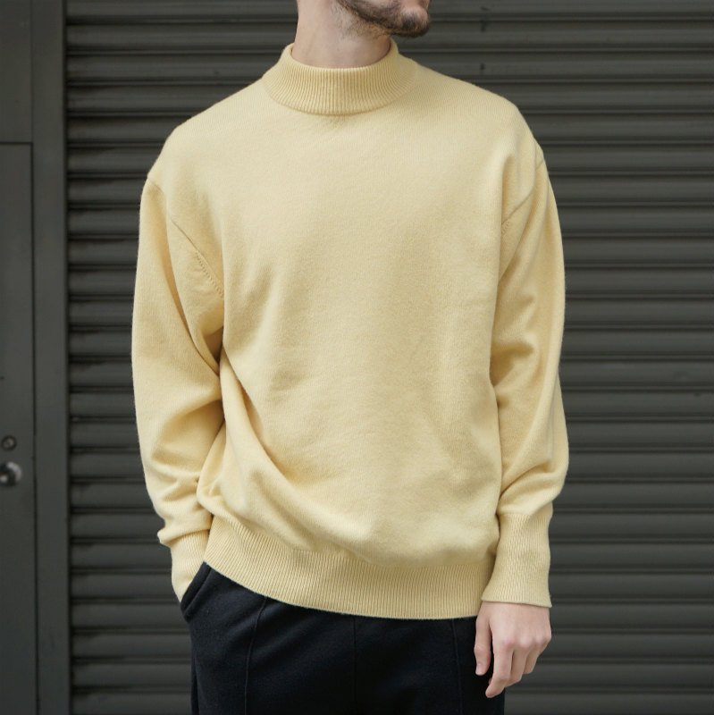 <img class='new_mark_img1' src='https://img.shop-pro.jp/img/new/icons8.gif' style='border:none;display:inline;margin:0px;padding:0px;width:auto;' />[HERILL] ヘリル CASHMERE MOCKNECK (YELLOW)