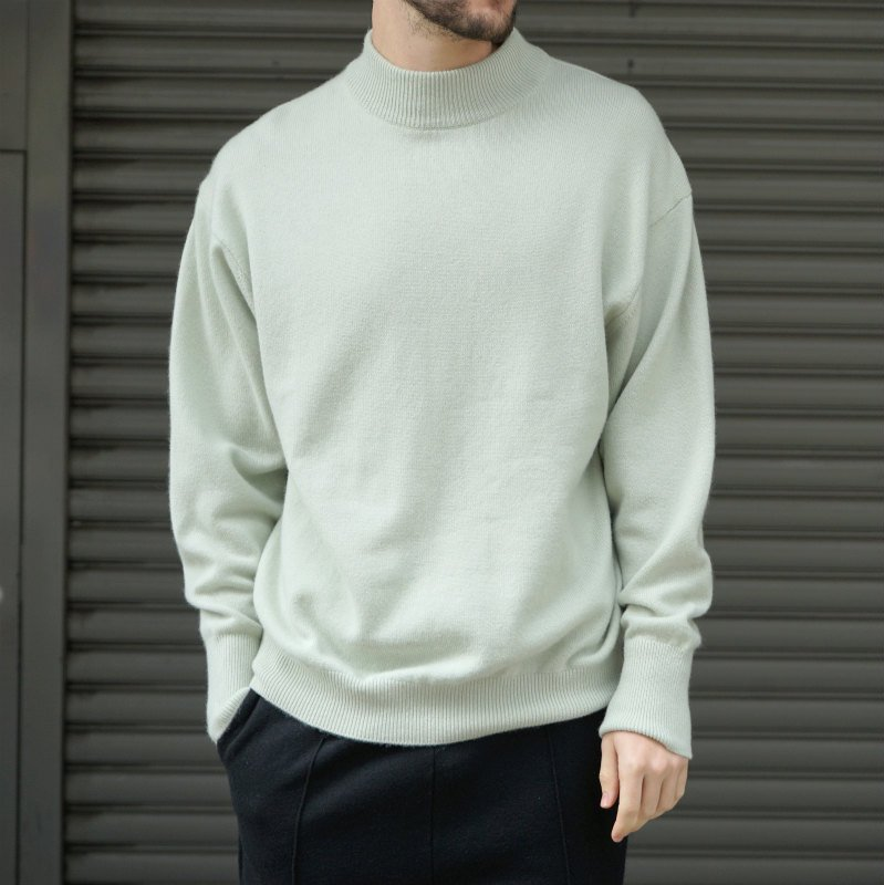 <img class='new_mark_img1' src='https://img.shop-pro.jp/img/new/icons8.gif' style='border:none;display:inline;margin:0px;padding:0px;width:auto;' />[HERILL] ヘリル CASHMERE MOCKNECK (GREEN)