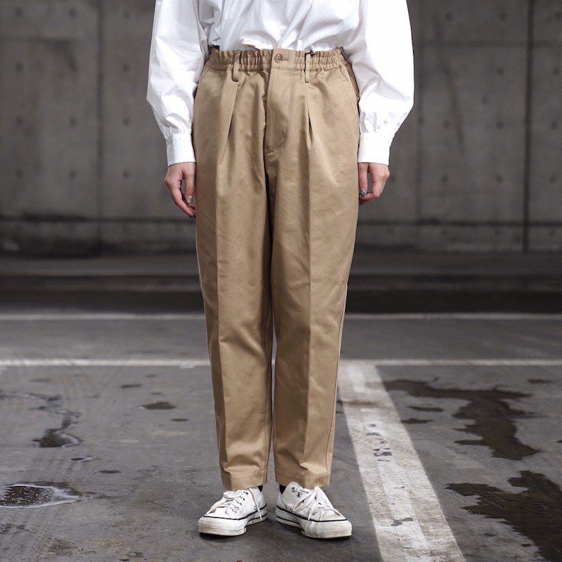 <img class='new_mark_img1' src='https://img.shop-pro.jp/img/new/icons8.gif' style='border:none;display:inline;margin:0px;padding:0px;width:auto;' />[Scye] サイ San Joaquin Cotton Chino Drawstring Trousers (BEIGE・KHAKI GREEN) 5220-81520