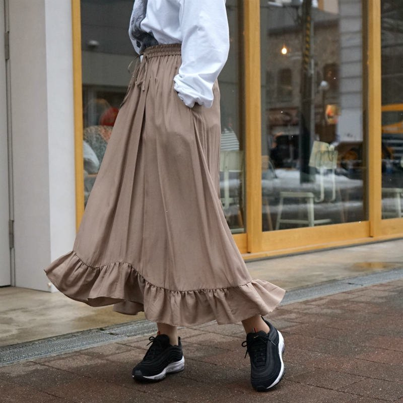 <img class='new_mark_img1' src='https://img.shop-pro.jp/img/new/icons6.gif' style='border:none;display:inline;margin:0px;padding:0px;width:auto;' />[CLANE] クラネ SATIN FRILL SKIRT (BEIGE)