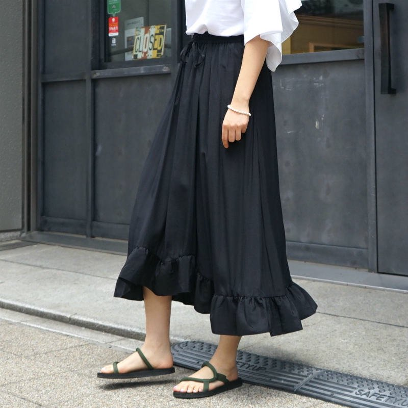 <img class='new_mark_img1' src='https://img.shop-pro.jp/img/new/icons6.gif' style='border:none;display:inline;margin:0px;padding:0px;width:auto;' />[CLANE] クラネ SATIN FRILL SKIRT (BLACK)