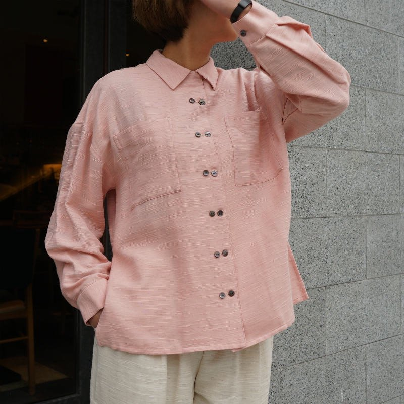 <img class='new_mark_img1' src='https://img.shop-pro.jp/img/new/icons6.gif' style='border:none;display:inline;margin:0px;padding:0px;width:auto;' />[CLANE] クラネ LINEN W BUTTON SHIRT(PINK)