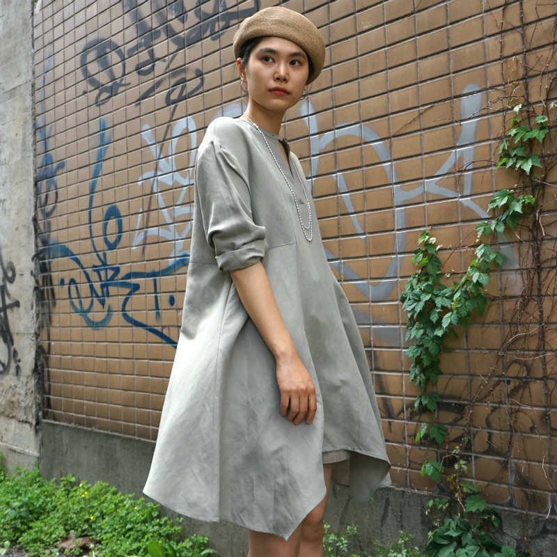 <img class='new_mark_img1' src='https://img.shop-pro.jp/img/new/icons6.gif' style='border:none;display:inline;margin:0px;padding:0px;width:auto;' />[CLANE] クラネ ASYMMETRY TUNIC TOPS(MOSS GREEN)