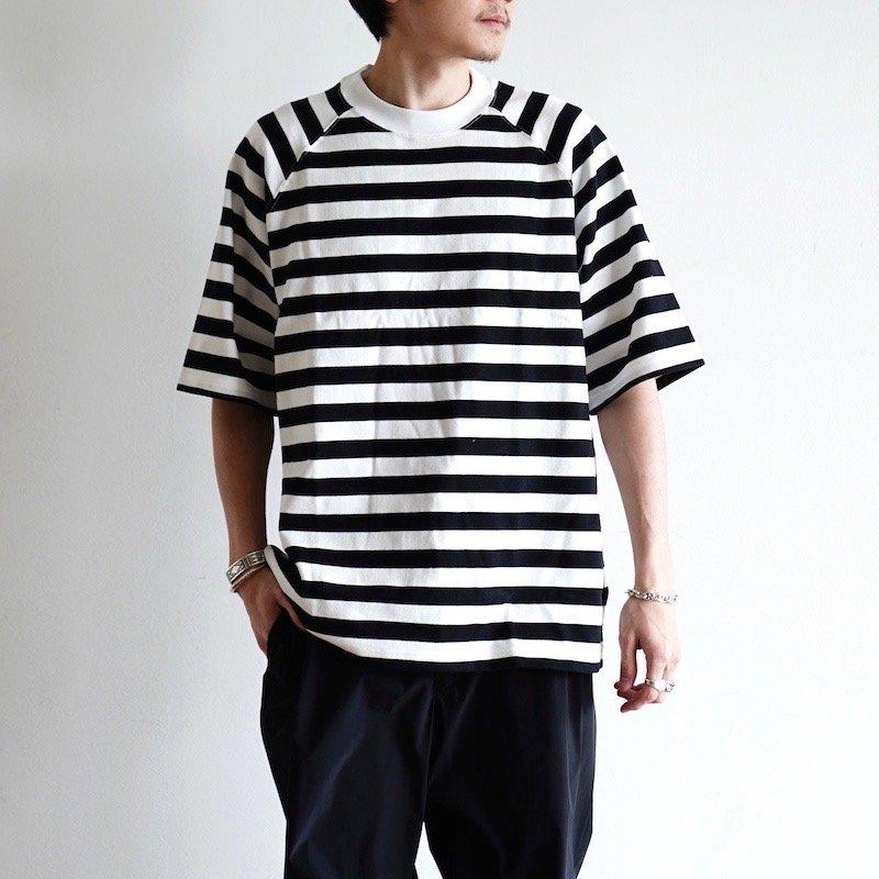 <img class='new_mark_img1' src='https://img.shop-pro.jp/img/new/icons8.gif' style='border:none;display:inline;margin:0px;padding:0px;width:auto;' />[Scye] サイ Hrizontal Stripe Raglan T-Shirt (BLACK) 1120-21210
