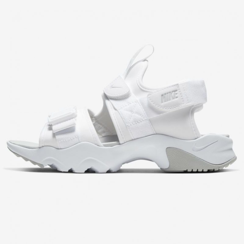 <img class='new_mark_img1' src='https://img.shop-pro.jp/img/new/icons6.gif' style='border:none;display:inline;margin:0px;padding:0px;width:auto;' /> [NIKE] WMN CANYON SANDAL CV5515-101(ホワイト/グレーフォグ)