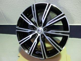 New XC60 D4 AWD インスクリプション 純正新車はずし19インチホイール・新品スタッドレスタイヤ4本セット!