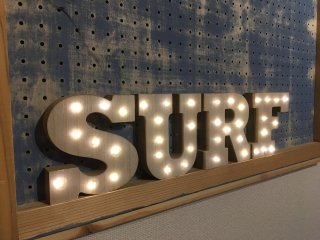 WOODEN MARQUEE LIGHT SET (SURF)