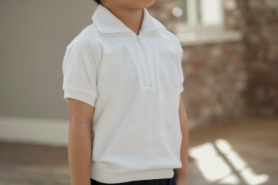 日本製で敏感肌向けの半袖シャツ ジップタイプ