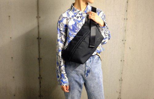 〈WEXLEY〉SLING BAG BLACK