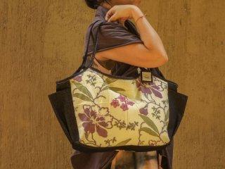 軽くて収納力No,1!!ママ・ヨガ・ジムバッグにオススメ。インドコットン新大花(紫)