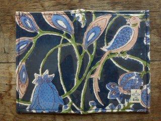 【母子手帳、海外旅行のパスポートケースやチケットが入ります】防滴マルチケース『大花(紺)』