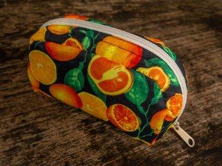フルーツ柄の【オレンジ(ブラック)】ポーチ(小)バリ島ウブド発オリジナルバッグ【sisi】