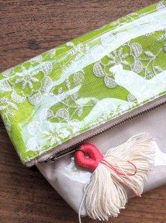 インド刺繍(グリーン)防滴ポーチ(大)肩掛け紐付き