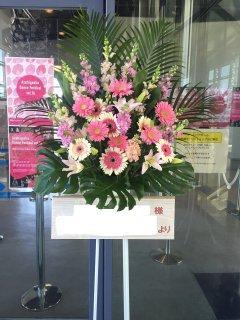 ピンク系のスタンド花 1段