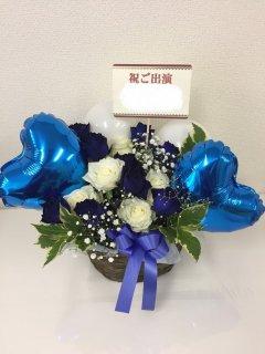 青バラを入れたバルーンアレンジメント