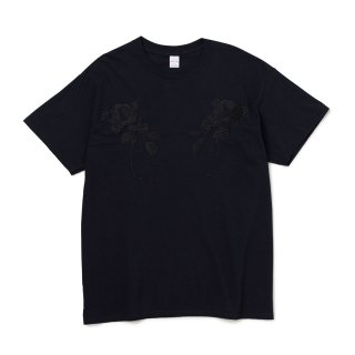 <img class='new_mark_img1' src='//img.shop-pro.jp/img/new/icons1.gif' style='border:none;display:inline;margin:0px;padding:0px;width:auto;' />DELUXE x EVISEN TEE ( FLOWERS )