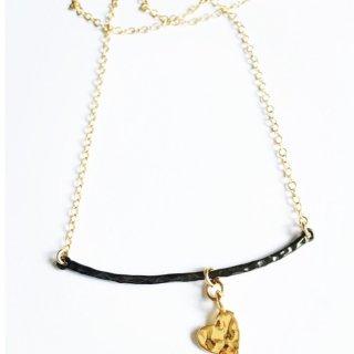 【Colette】ブラックゴールドバー&ハートのネックレス【Stella Mai】