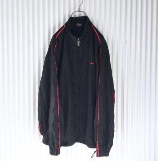 NIKE 赤ラインアウター スウッシュ刺繍 ブラック