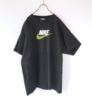 <img class='new_mark_img1' src='https://img.shop-pro.jp/img/new/icons13.gif' style='border:none;display:inline;margin:0px;padding:0px;width:auto;' />NIKE スゥッシュ×ロゴTee