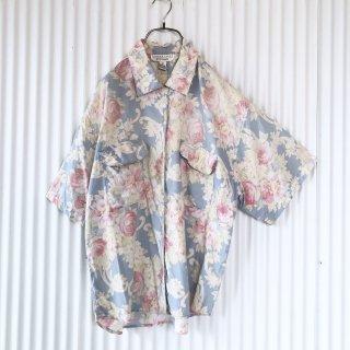 ペールトーンフラワーポケットシャツ