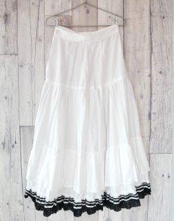 白黒テープ×フラワーレース アンティークインナースカート