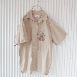 WONDERFUL WORLD ぬいぐるみうさぎ刺繍 オープンカラーシャツ