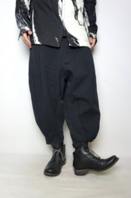 <img class='new_mark_img1' src='https://img.shop-pro.jp/img/new/icons23.gif' style='border:none;display:inline;margin:0px;padding:0px;width:auto;' />vital Botanical Dye Tuck Volume Pants