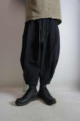 A.F ARTEFACT Tuck Volume Pants