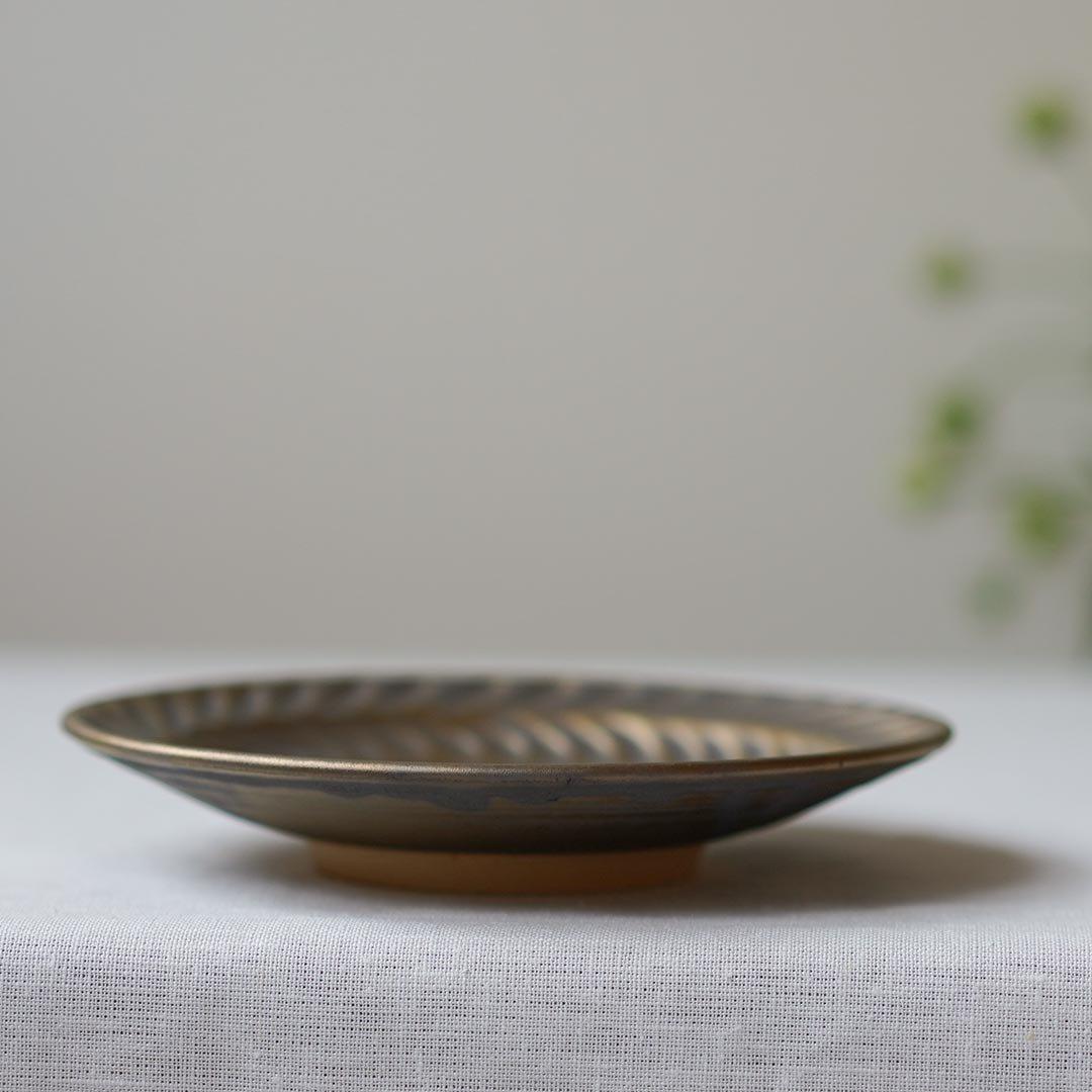 5寸葉紋皿 マンガン釉 / 市野耕