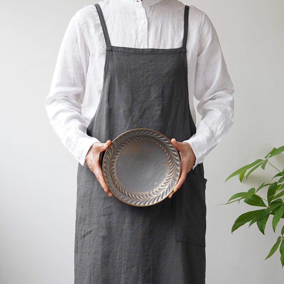 7寸葉紋皿 マンガン釉 / 市野耕