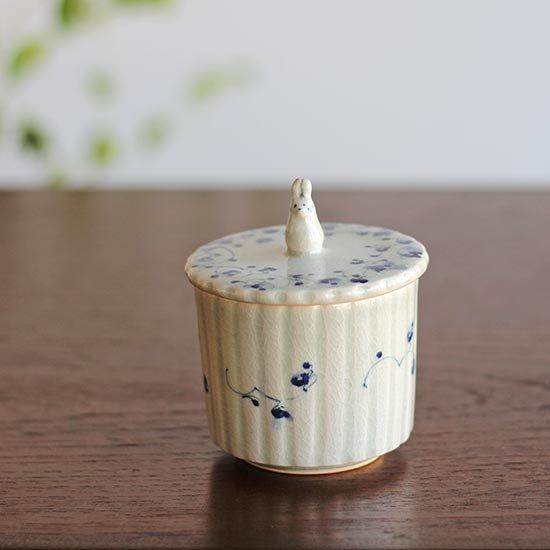 蓋物 花とうさぎ / 石井桃子