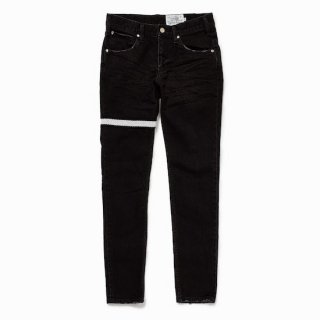<img class='new_mark_img1' src='https://img.shop-pro.jp/img/new/icons35.gif' style='border:none;display:inline;margin:0px;padding:0px;width:auto;' />bovvered skiny fit jeans