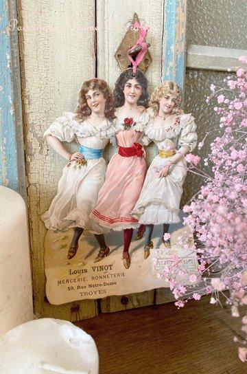 ドレス姿の女の子達の大きなクロモスカード S84421