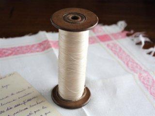 ヴィンテージ糸巻きとシルク糸(ホワイト)