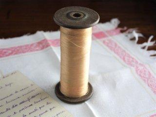 ヴィンテージ糸巻きとシルク糸(ゴールド)