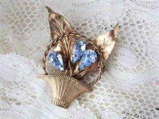 ライトブルーガラス 花かごのヴィンテージブローチ