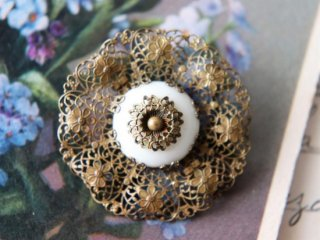 お花模様のフィリグリー ポーセリンビーズ ヴィンテージブローチ
