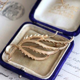 Sarah Coventry Jewelry  流れるデザインのリーフ