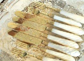 英国アンティーク【純銀 金メッキ】白蝶貝のデザートカトラリー4組8本 両面装飾
