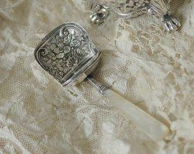 英国アンティーク銀器【純銀】1800年 白蝶貝のキャディースプーン Joseph Willmore
