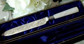 英国銀器【純銀】1898年 白蝶貝ハンドルのケーキナイフ