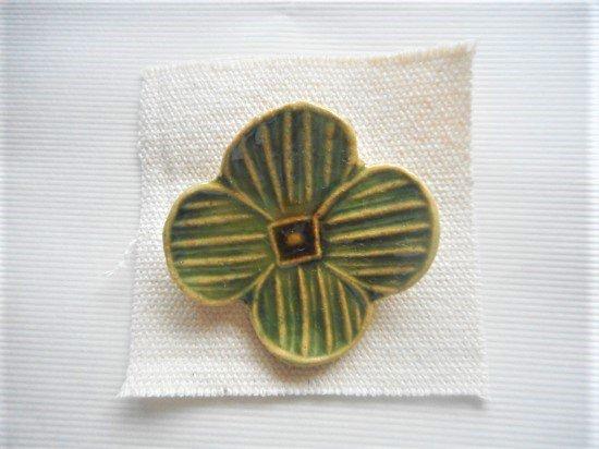 TOMI-kobo お花のブローチ(織部)