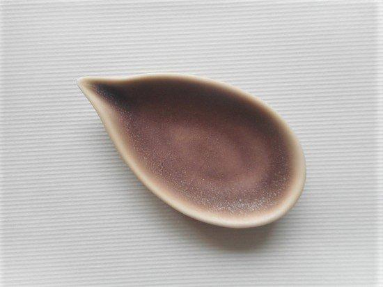 佐々木綾子(AYAKO SASAKI porcelain)leaf#1(あずき色)