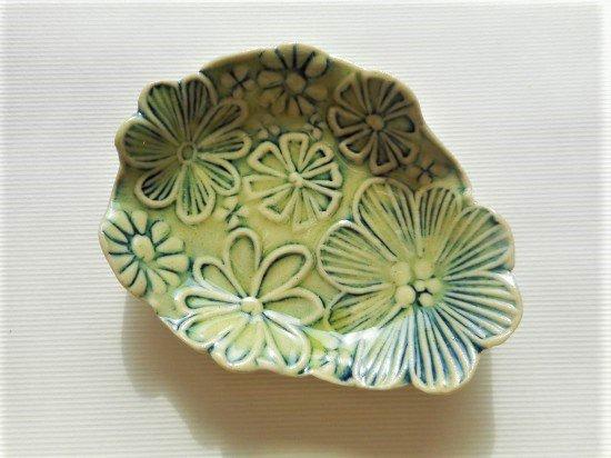 TOMI-kobo 黄緑のお花の小皿