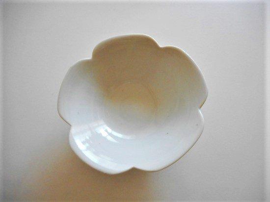 文吉窯 4.5寸花型浅小鉢 白磁