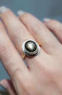 12 Rays Black Star Sapphire lelief ring
