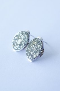 Graphical stud earrings Pyrite 1