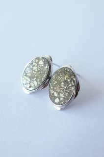 Graphical stud earrings Pyrite 2